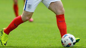 ทีมงาน ไนกี้ เปิดใจ ทำไมชุดแข่ง อังกฤษ ต้องใช้ ถุงเท้าสีแดง