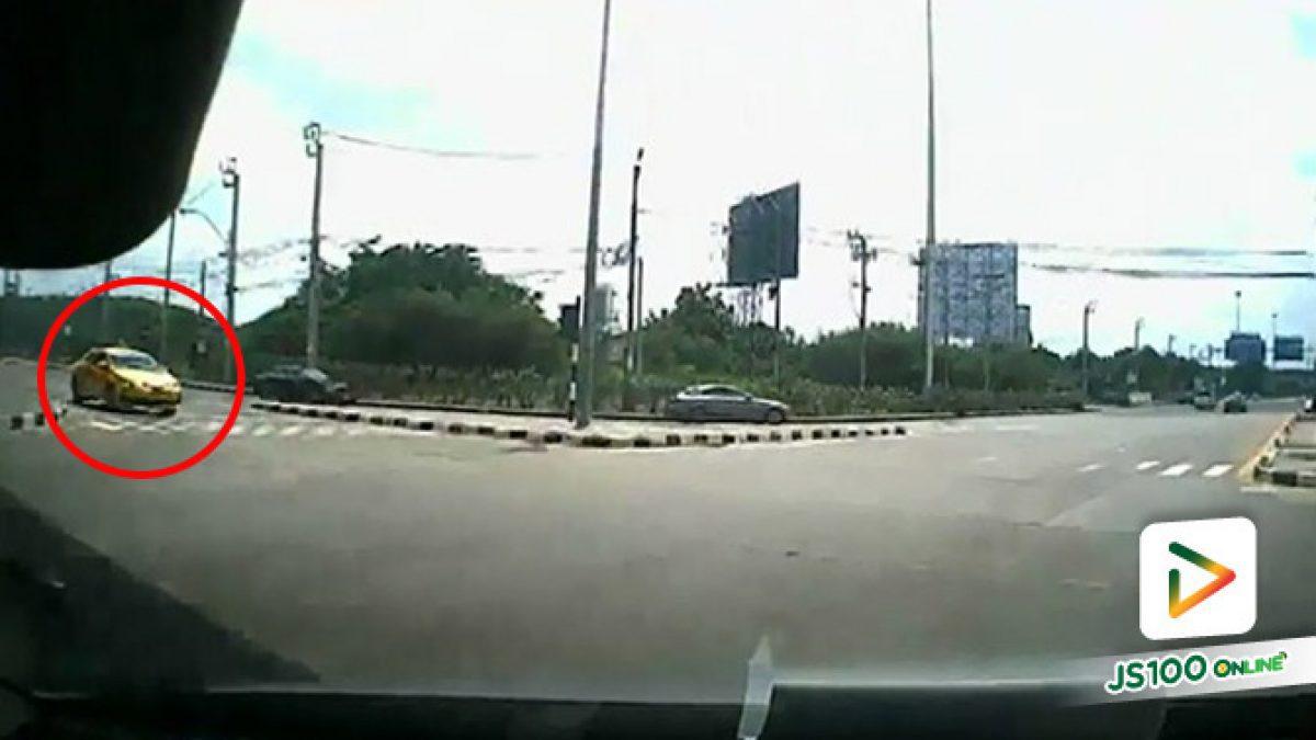 แท็กซี่ฝ่าไฟแดงชนประสานงาเก๋งสาหัส หนีหายไป 5 วัน ถึงเข้ามอบตัว (20/08/2019)