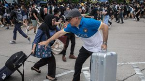 นักท่องเที่ยวลดฮวบ เซ่นพิษประท้วงรุนแรงในฮ่องกง