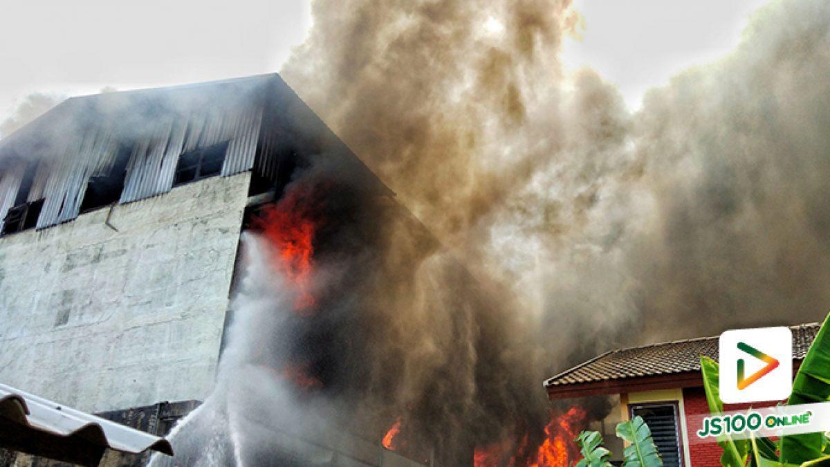 ไฟไหม้โรงงาน ซอยโชคชัย4 แยก54 ลุกลามไปยังตึกแถวข้างเคียง