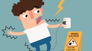 เฉลยให้หายสงสัย วิธีช่วยคนถูกไฟช็อต แท้จริงต้องทำอย่างไร?