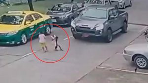 มอบตัวแล้ว คนขับรถป้ายแดง ทับเด็ก วัย 3 ขวบเจ็บสาหัส