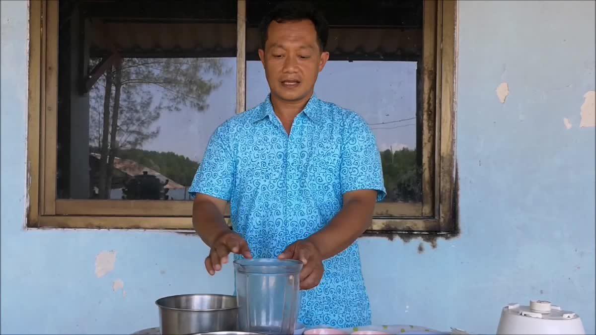 เกษตรกรเพาะสาหร่ายพวงองุ่น แปรรูปทำข้าวเกรียบขายออนไลน์ ยอดสั่งเพียบ