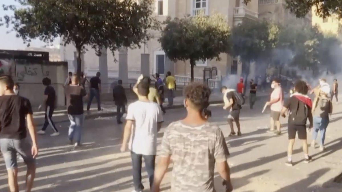 ชาวเลบานอนประท้วงรัฐบาลรับมือเหตุระเบิด