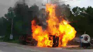 รถพ่วงแหกโค้งคว่ำไฟลุกท่วม แต่คนขับรอด หวิดโดนย่างสด