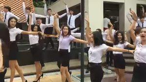 เห็นแล้วอยากเต้นตาม ! รุ่นพี่จัดชุดใหญ่เต้นรับน้องที่ RBAC