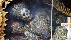 """""""Saint Hyacinth"""" โครงกระดูกที่รวยที่สุดในโลก!"""
