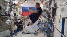 นักบินอวกาศรัสเซียโชว์ลีลาหวด ฟุตบอล เพื่อต้อนรับ World Cup 2018 ที่บ้านเกิด