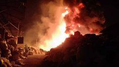 ระทึก! ไฟไหม้โกดังเก็บวัสดุรีไซเคิล ใกล้โรงเรียนสารสาสน์ฯ ชลบุรี
