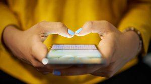 โรคนิ้วล็อค โรคสุดฮิตของคนติดสมาร์ทโฟน แก้ได้อย่างไร ตามมาดู!
