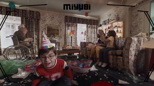 ใส่แว่น Oculus แล้วกลายเป็นส่วนหนึ่งของครอบครัวอเมริกัน ผ่านมุมมองหุ่นยนต์ของเล่นญี่ปุ่น ในตัวอย่างหนัง Miyubi