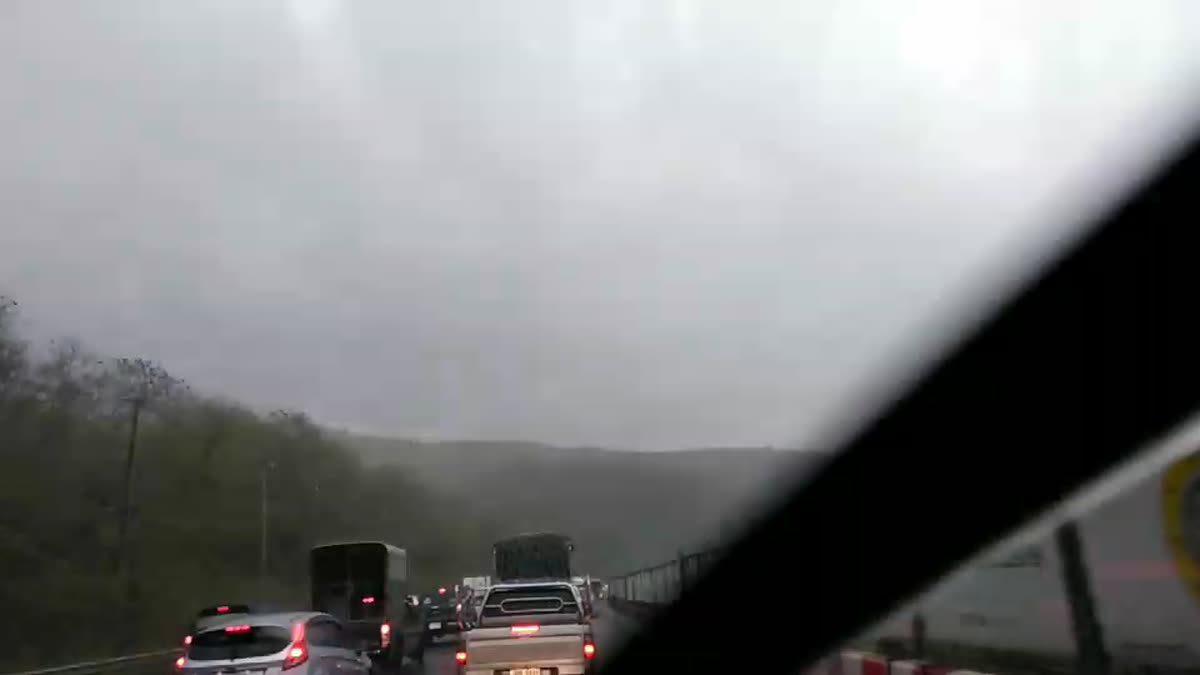 ลำตะคอง เช้านี้รถหนาแน่น ซ้ำฝนตก