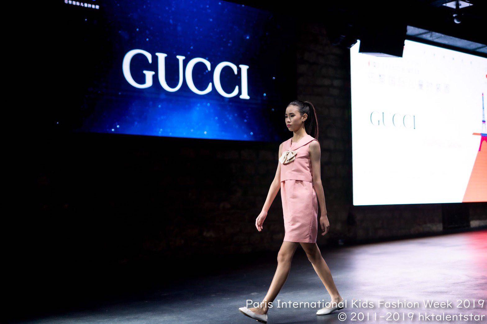 """เด็กไทยเจ๋ง ! """"น้องอลิส สิริรัตนา"""" สร้างชื่อก้องโลกฝ่าด่านอรหันต์ได้เดินแฟชั่นโชว์ระดับเวิลด์คลาสแบรนด์หรู """"Gucci"""" ที่ฝรั่งเศส"""