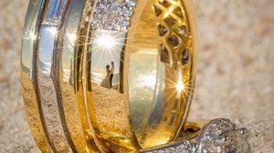 ไอเดียเจ๋ง ตากล้องมือดี ถ่ายภาพสะท้อนจากแหวนแต่งงาน! สวยเลอค่าไปอีก