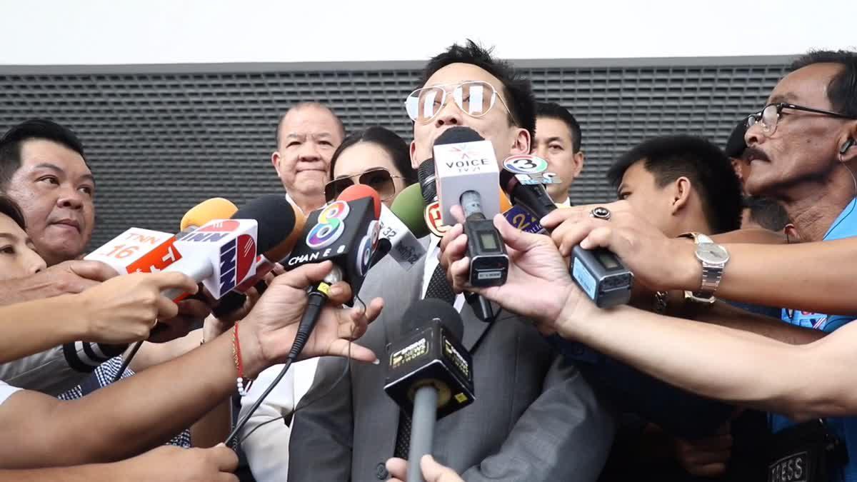 'โอ๊ค พานทองแท้' ให้การปฏิเสธคดีทุจริตฟอกเงินกรุงไทย เพื่อไทยแห่ให้กำลังใจ
