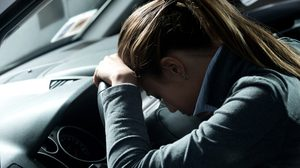 ไขข้อสงสัย ทำไมห้ามเปิดแอร์ นอนหลับอยู่ในรถ?