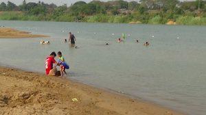 ฮือฮา! อ่างทองเปิด 'หาดพ่อราม' ที่เล่นน้ำแห่งใหม่ริมแม่น้ำเจ้าพระยา