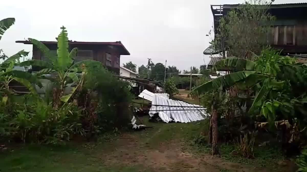 พายุฤดูร้อนพัดถล่มศรีสะเกษ บ้านเรือนเสียหาย เสาไฟฟ้าแรงสูงหักโค่น