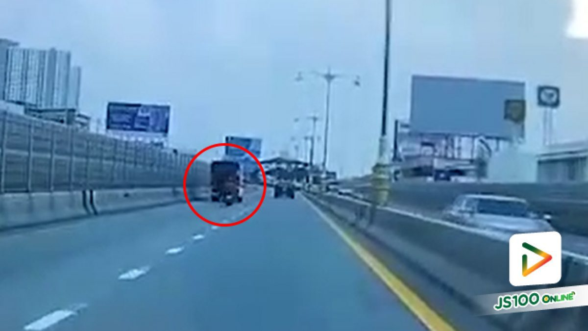 จยย.พุ่งชนท้ายรถปิคอัพจอดเสียบนสะพานพระราม 4 คนขี่เสียชีวิต (11/10/2019)