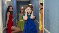 La La Land จัดเต็มคอสตูมสุดปัง! แมรี โซเฟรส เนรมิตเสื้อผ้าสีสันสุดตระการตา