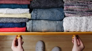 6 เคล็ดลับ จัดตู้เสื้อผ้า ให้เป็นระเบียบค้นหาง่ายหยิบใช้สะดวก