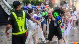 เช็คข้อกฎหมายควรรู้ หากเล่นน้ำสงกรานต์ไม่ถูกวิธี เสี่ยงติดคุกได้