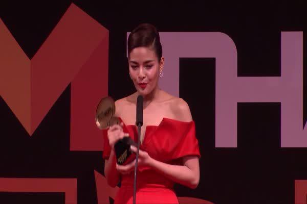 ปุ๊กลุ๊ก ฝนทิพย์ วัชรตระกูล จากละคร เพื่อนแพง รับรางวัล Top Talk About Actress