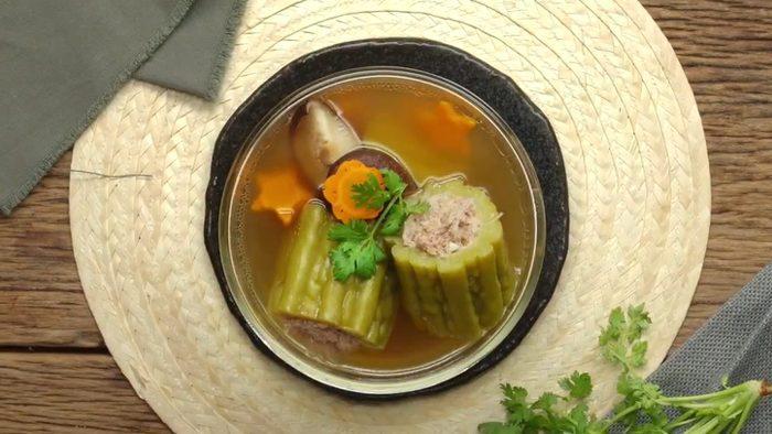 วิธีทำ ต้มจืดมะระยัดไส้ เมนูอาหารไทยทำง่าย ได้ประโยชน์