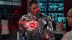 เรย์ ฟิเชอร์ เผย แซ็ก สไนเดอร์ คือตัวเลือกอันดับแรก ๆ ของเขาที่จะมากำกับหนังเดี่ยว Cyborg