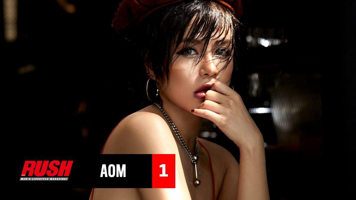 ออม เพลินศิลป์ นักร้องลูกทุ่งสุดเซ็กซี่ ที่วันนี้เธอยอมเปลื้องผ้าอวดหุ่นสวยให้เราได้เห็นกัน