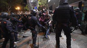 ชาวสเปนหนุนแบ่งแยกดินแดน ประท้วงศาลสั่งจำคุกกลุ่มแกนนำ 'กาตาลุญญา'
