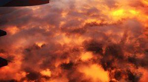 สวยงาม!! ภาพฟ้าสีเพลิงที่ออสเตรเลีย หลังเมฆต้องกับแสงอาทิตย์