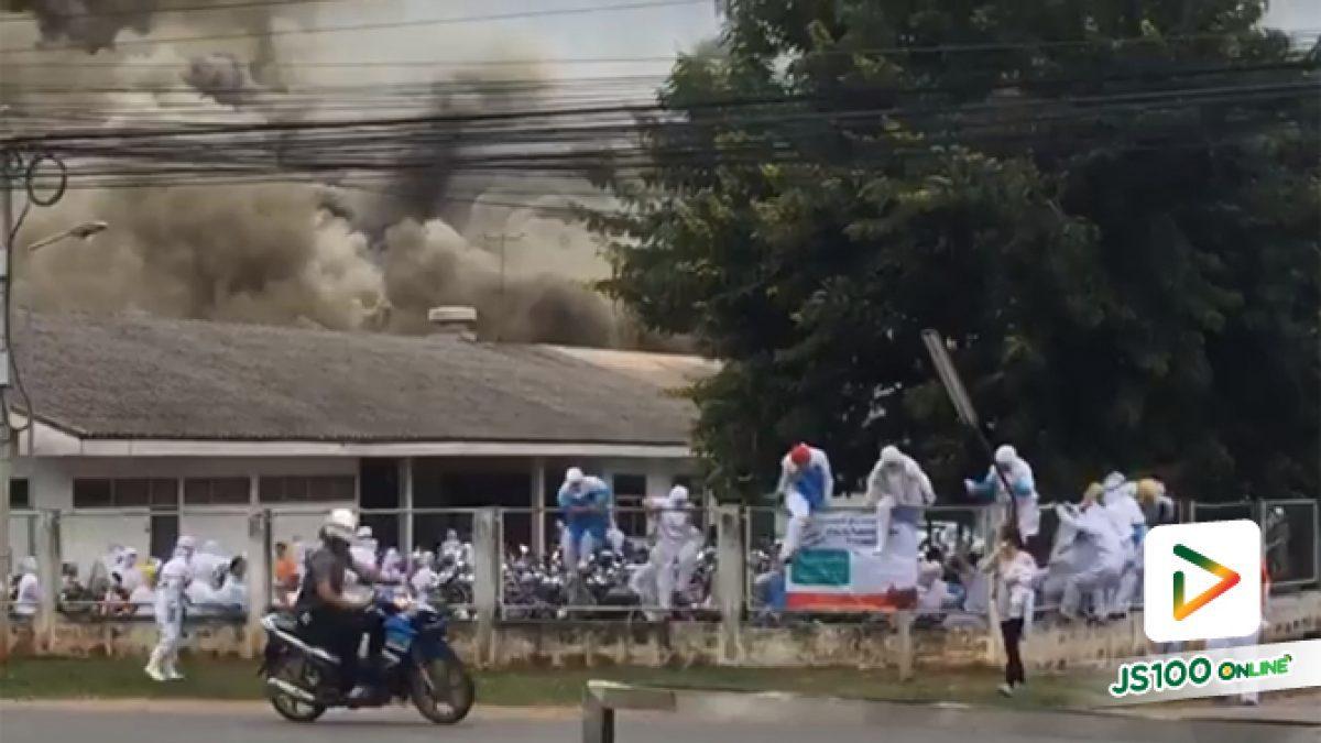 คลิปนาทีโรงงานไฟไหม้พนักงานวิ่งหนีออกมากันวิ่งหนีกันจ้าละหวั่น จ.นครราชสีมา (12-07-61)