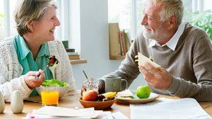 เปลี่ยนวิธีการกิน! ตามมาดู ผู้สูงอายุ ต้องกินอาหาร 5 หมู่อย่างไร ถึงจะเหมาะสม