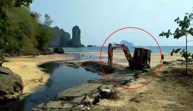 เศร้าใจ! ภาพอ้างจังหวัด ขุดหาดทรายทำเป็นคลอง ปล่อยน้ำเสียลงทะเล