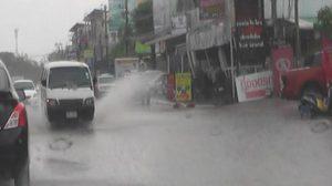 พายุฤดูร้อนถล่มขอนแก่น ทำน้ำท่วมถนนหลายสาย-การจราจรติดขัด
