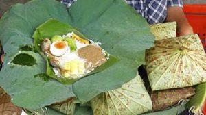 ข้าวห่อใบบัวป้าเมืองเพชรบุรี ราคาถูก! ห่อใหญ่ถูกใจชาวเน็ต