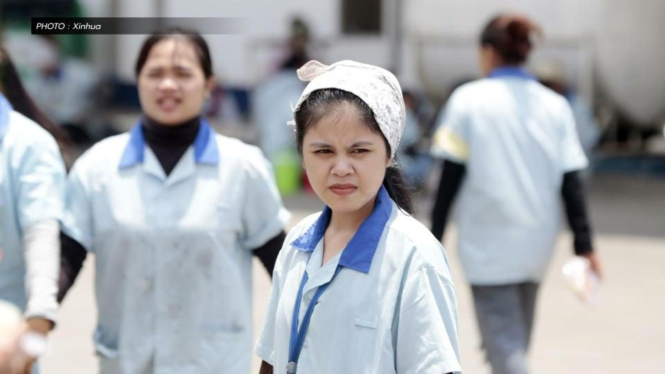 'กัมพูชา' ขึ้นค่าจ้างขั้นต่ำอุตสาหกรรมเสื้อผ้า แม้โควิด-19 พ่นพิษหนัก