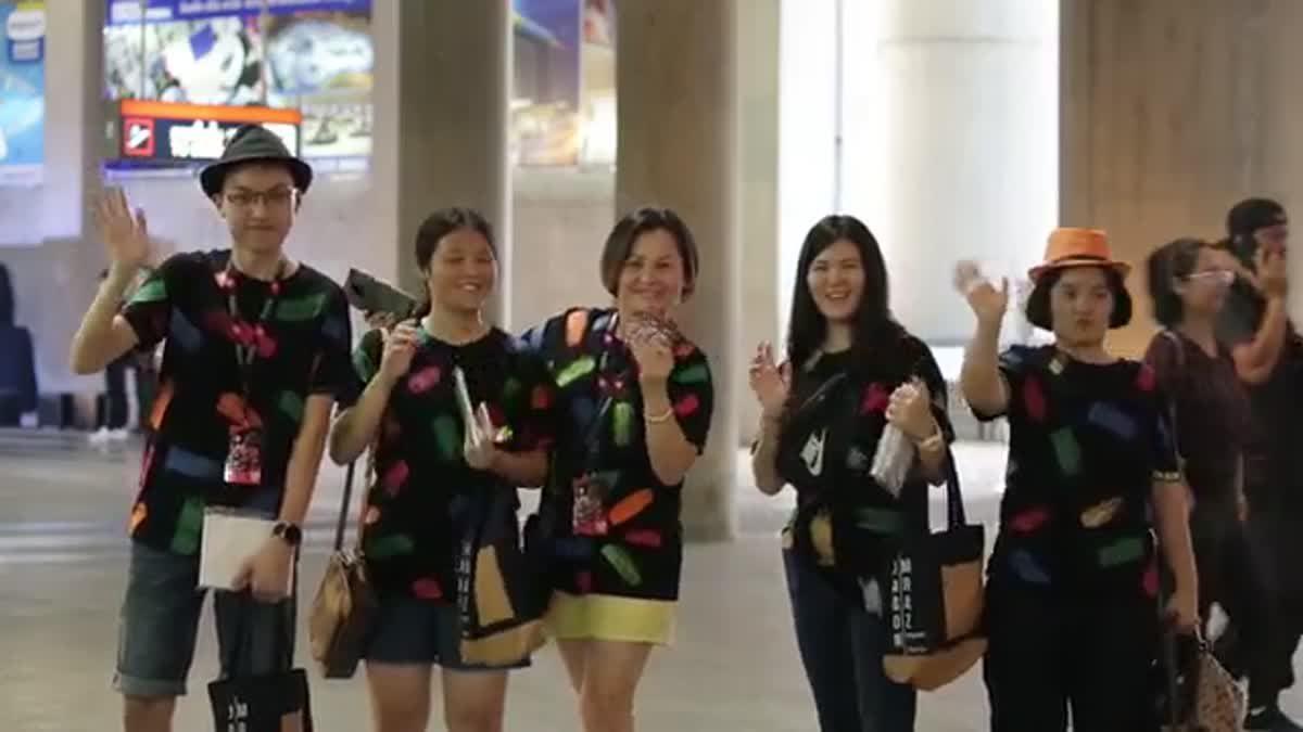 แฟนเพลงชาวไทยคึกคัก หน้าคอนเสิร์ต Jason Mraz Good Vibes Tour