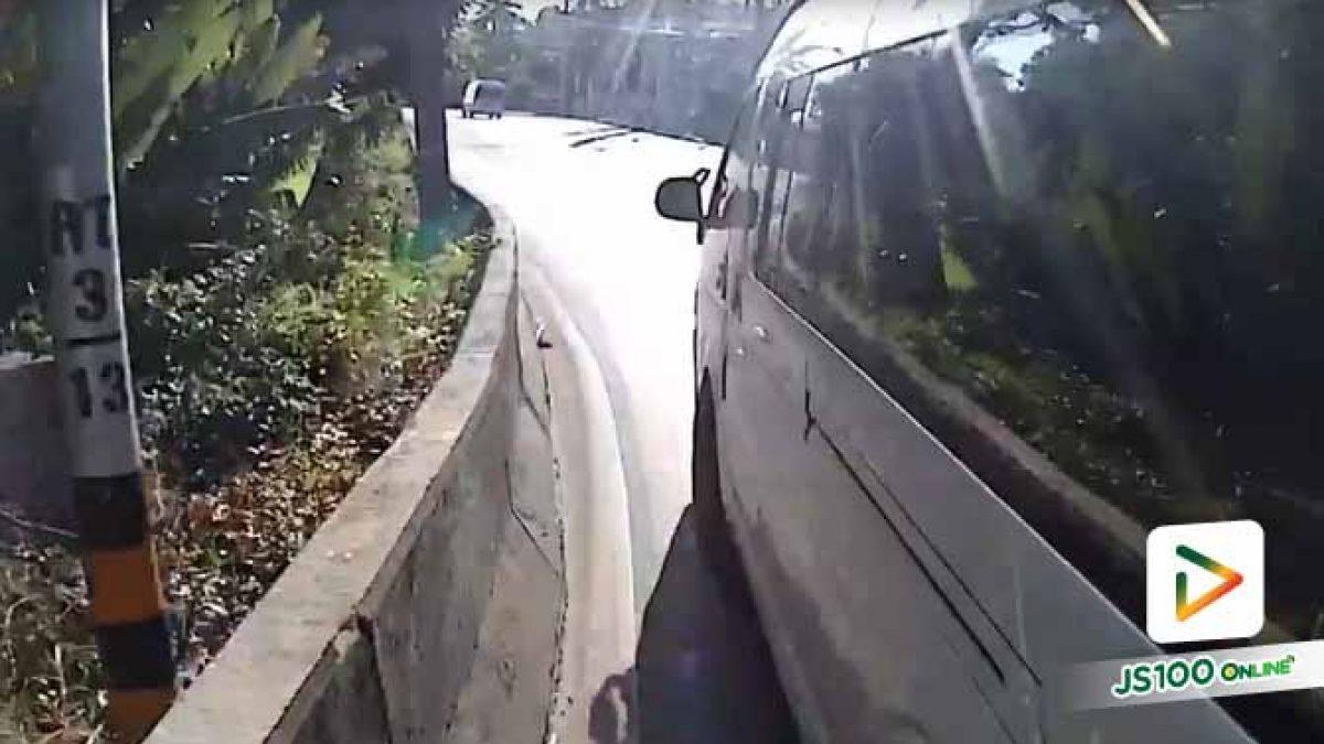 ทางขึ้นเขาก็อันตรายพอแล้ว ทั้งรถบัส รถบรรทุกก็เยอะ รถตู้ยังจะขับมาเบียดอีก (13/11/62)