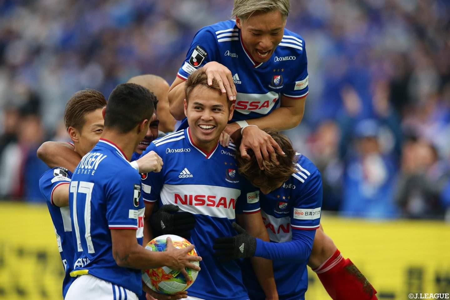 ธีราทร กดตุง ส่งโยโกอัดโตเกียว3-0 คว้าแชมป์เจลีกประวัติศาสตร์