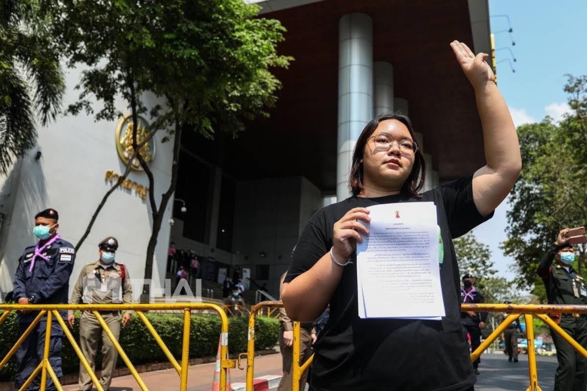 รุ้ง ยื่นจดหมาย 5 หน่วยงานยุติธรรม เรียกร้องปล่อยผู้ต้องหาคดีการเมือง