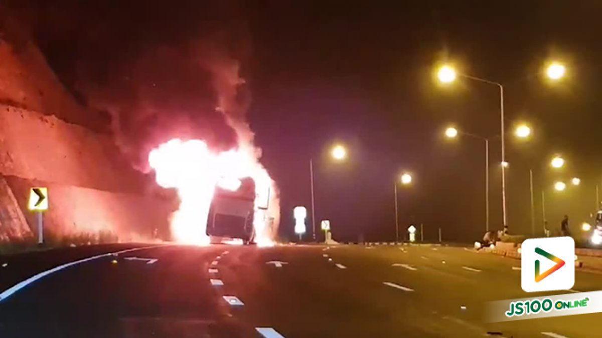 ไฟไหม้รถบัสโดยสารของแรงงานต่างด้าวที่จ.ตาก  ไฟคลอกเสียชีวิตทันที 20 คน