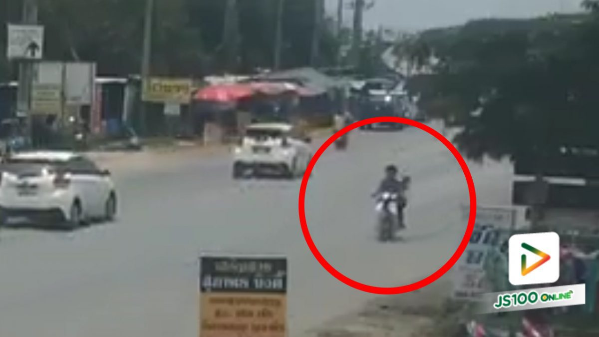 เด็กน้อยตกจากรถจยย. เหตุเพราะเสื้อพันล้อรถ!! (06-04-61)