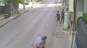 นาทีหนุ่มใจเด็ด วิ่งตามคนร้าย หลังถูกกระชากมือถือกลางวันแสกๆ