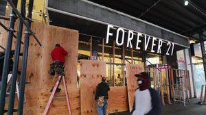 ร้านค้าในนิวยอร์ก ปิดร้านเตรียมรับมือเหตุวุ่นวาย