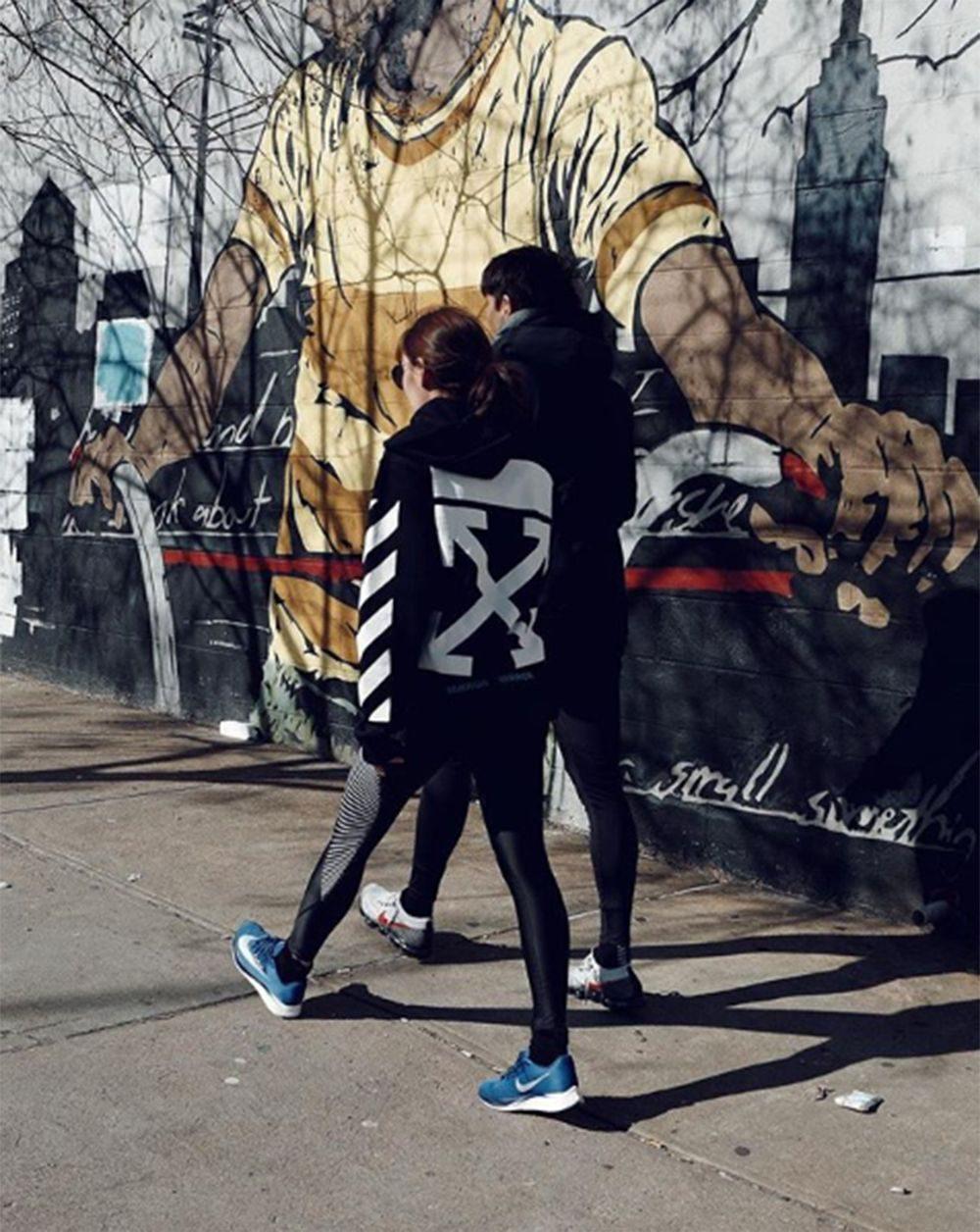 เจนี่-มิกกี้ เดินไปด้วยกัน