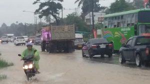 พังงาฝนหนัก ท่วมถนนเพชรเกษมตะกั่วป่า-ภูเก็ต เตือน3อำเภอเฝ้าระวัง