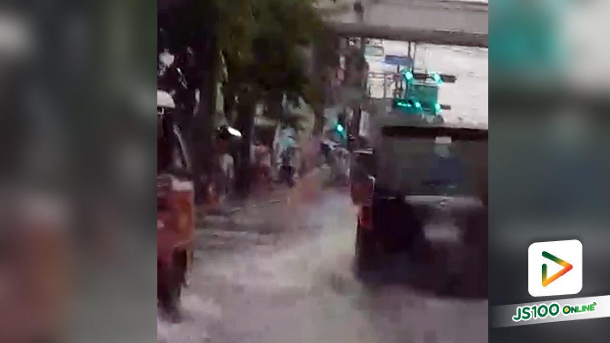 หน้าตลาดสุขสวัสดิ์ 3แยกบางบอน น้ำท่วมขังสูง!! (28-04-61)