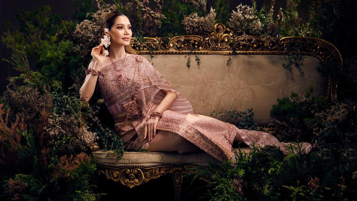 พรฟ้า ปุณิกา ในชุดไทยโบราณ ผ้าไหมพาราณสี